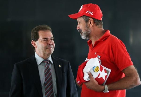 Paulinho, em conversa recente com o ex-líder do MST José Rainha. Foto: ABr