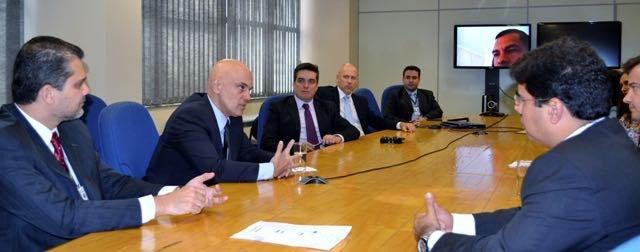 O ministro em reunião com delegados na sede em SP