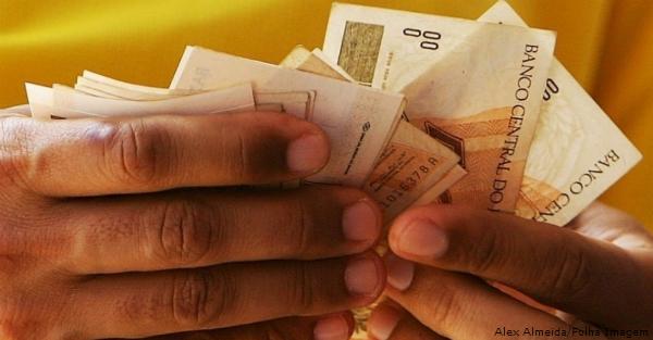 dinheiro Alex Almeida Folha Imagem