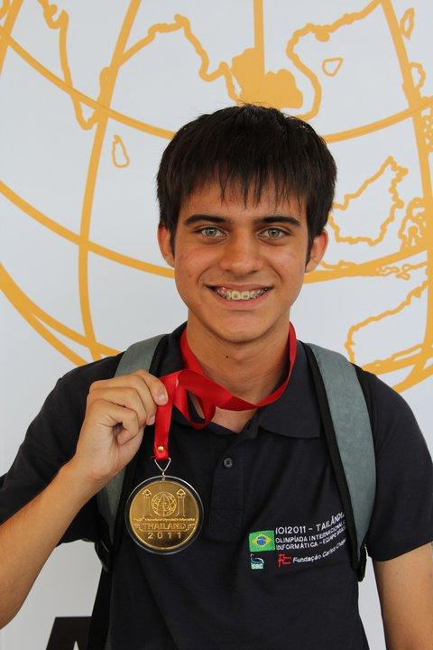 Felipe Abella, 18, é estudante de ciência da computação