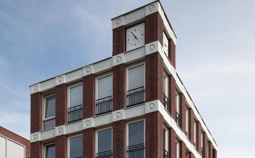Preferência Gárgulas modernas? Arquiteto usa emojis em fachada de prédio na  OV94