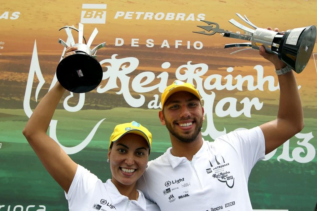 Poliana Okimoto e Samuel de Bona: Rainha e Rei do Mar de 2013 (foto: Satiro Sodré)