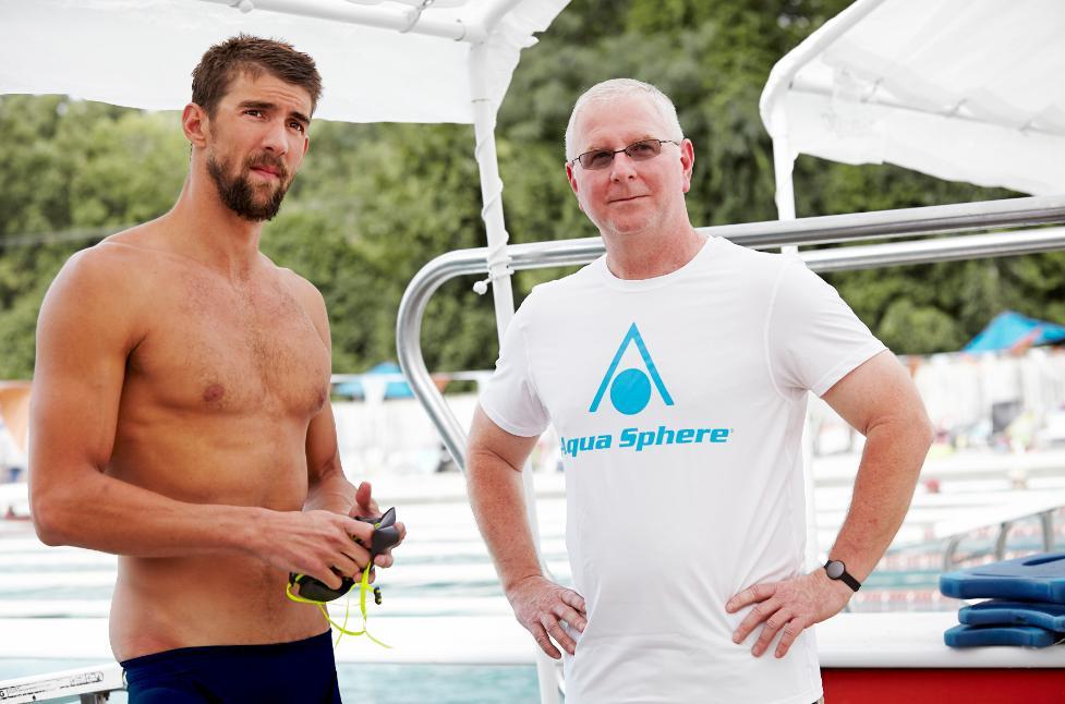 Phelps e Bob Bowman vão desenvolver uma nova linha de produtos- Foto: AquaSphere/Divulgação