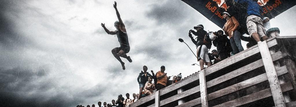 Salto do píer na etapa de Ilhabela - Foto: XTerra/Reprodução