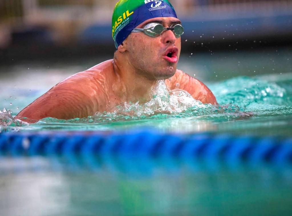O nadador Caique Aimore em ação - Foto: Fernanda Bonadia