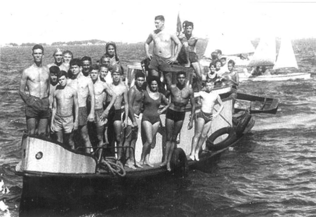 Nadadores nos primórdios da travessia - Foto: Travessia a nado de São José do Norte/Arquivo