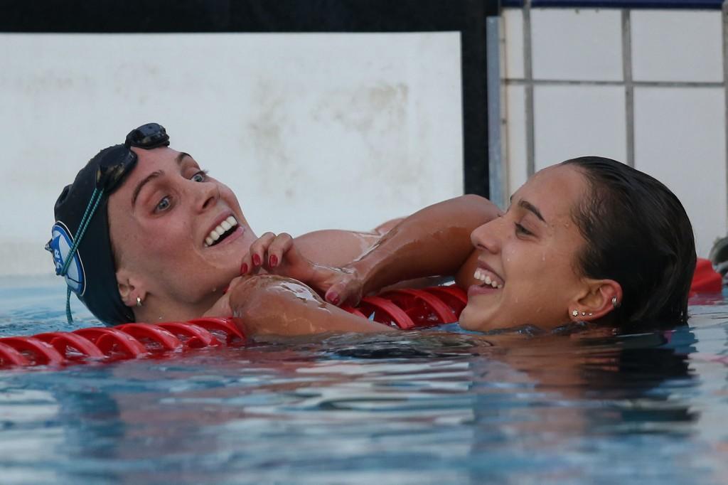 Manuela Lyrio e Larissa Oliveira nadaram na casa de 1min58s - Foto: Satiro Sodré