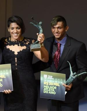 Ana Marcela Cunha recebeu prêmio com Isaquias Queiroz