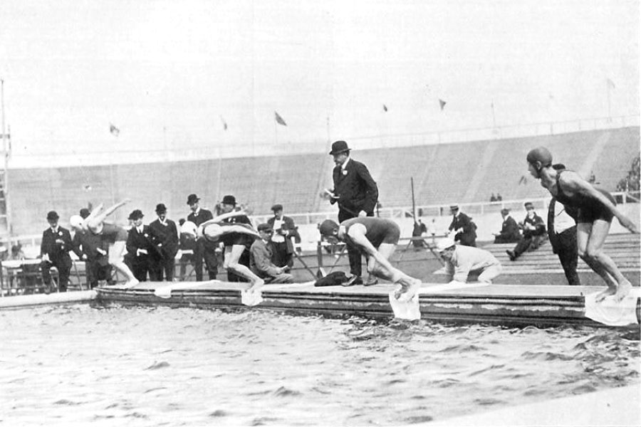 Nadadores largam para prova em 1908 - Foto: British Olympic Association