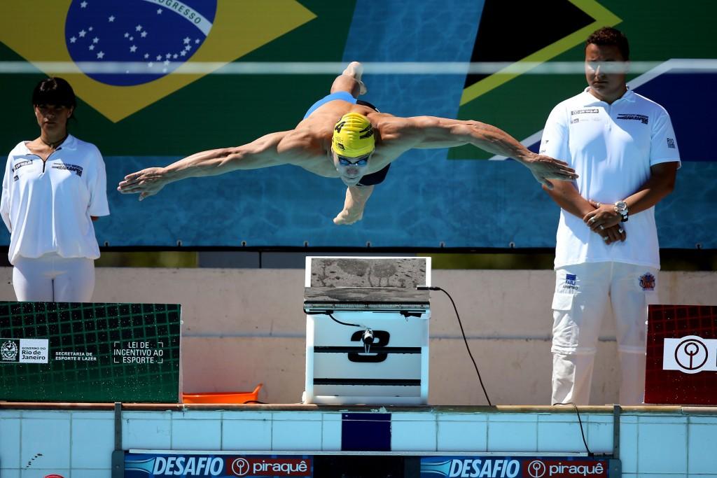 Nicholas Santos literalmente voou nos 50m borboleta - Foto: Satiro Sodre/SSPress.
