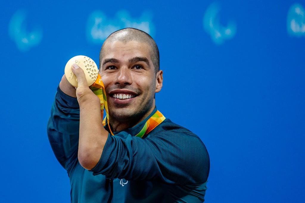 Daniel Dias celebra seu primeiro ouro – Foto: Gabriel Heusi