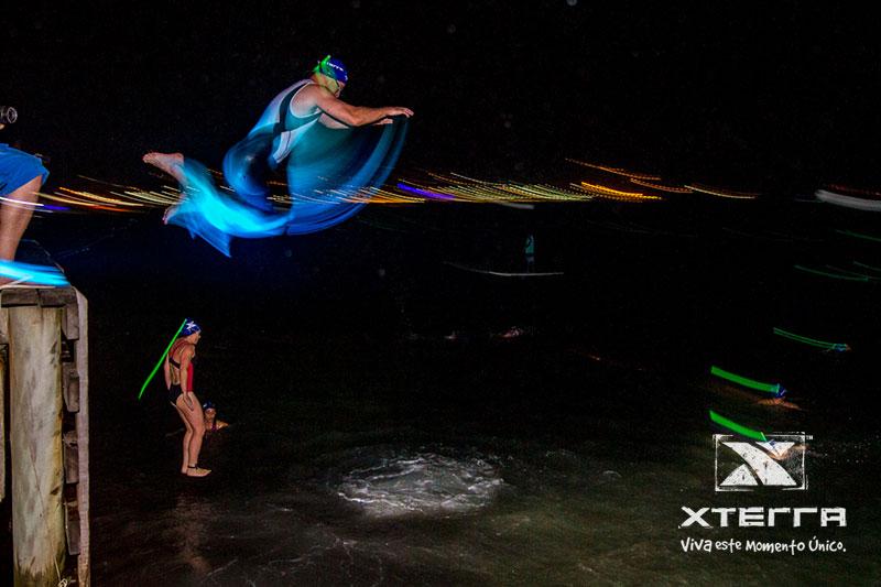 O salto do pier foi um dos momentos mais alucinantes do XTerra - Foto: Reprodução/site do evento