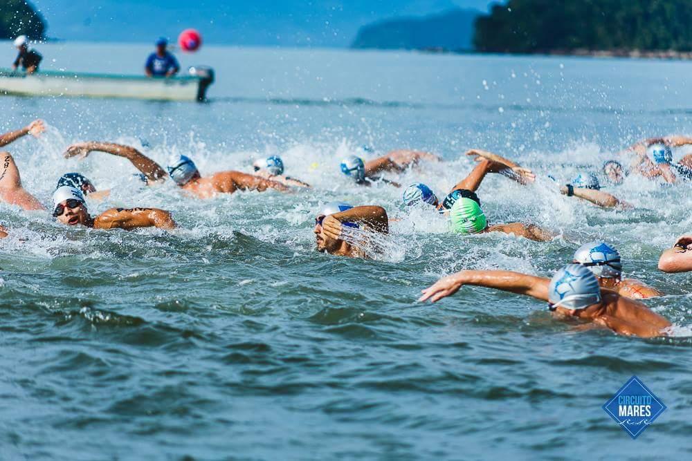 Nadadores durante etapa do Circuito Mares - Foto: Organização do evento