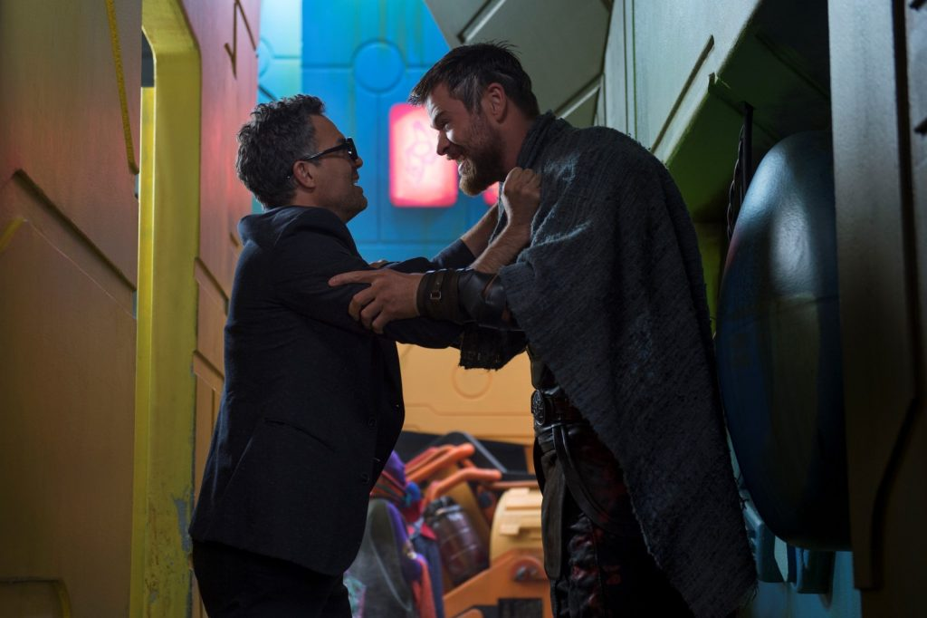 Thor: Ragnarok..L to R: Bruce Banner (Mark Ruffalo) and Thor (Chris Hemsworth)..Photo: Jasin Boland..©Marvel Studios 2017