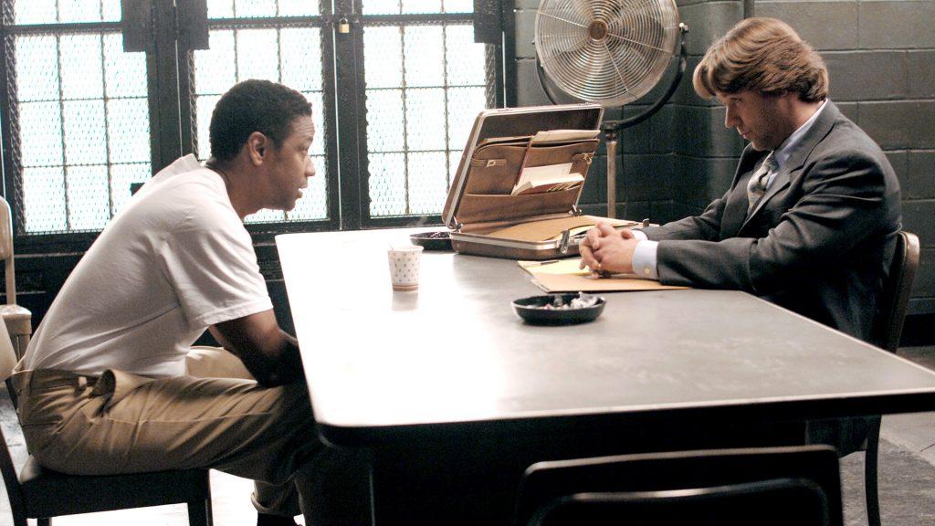 Frank Lucas (Denzel Washington, li.) und Detective Richie Roberts (Russell Crowe)