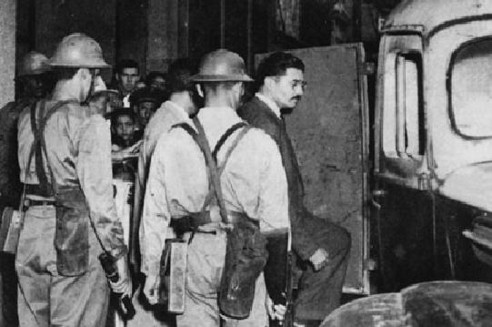 O jornalista Joaquim Câmara Ferreira, ao ser preso em janeiro de 1948