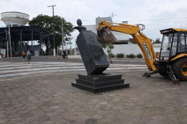 blog - costa e silva estatua