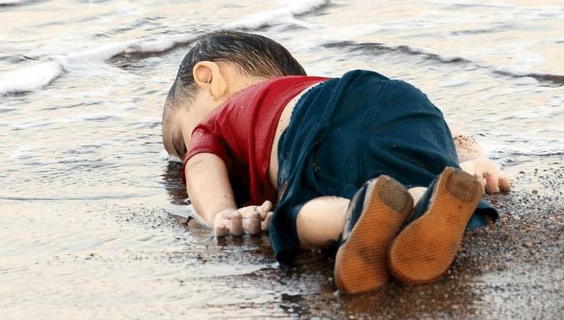 """Aylan Kurdi, 3. """"Escória do mundo?"""" - Foto Nilufer Demir/Reuters"""