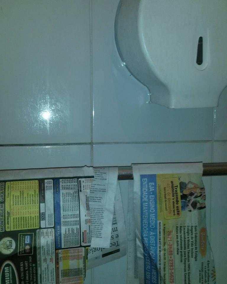 Sem papel higiênico, banheiro do Detran oferece jornal para limpeza íntima   -> Limpeza Banheiro Feminino