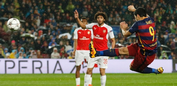 suarez-acerta-lindo-voleio-para-marcar-o-segundo-gol-do-barcelona-contra-o-arsenal-1458163156734_615x300