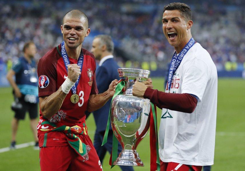 Pepe foi o melhor jogador da Eurocopa 2016 98ed35484b03d