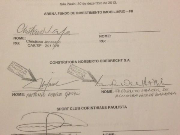 Assinatura de Antônio Gavioli no quarto aditivo entre contrato Odebrecht e Corinthians