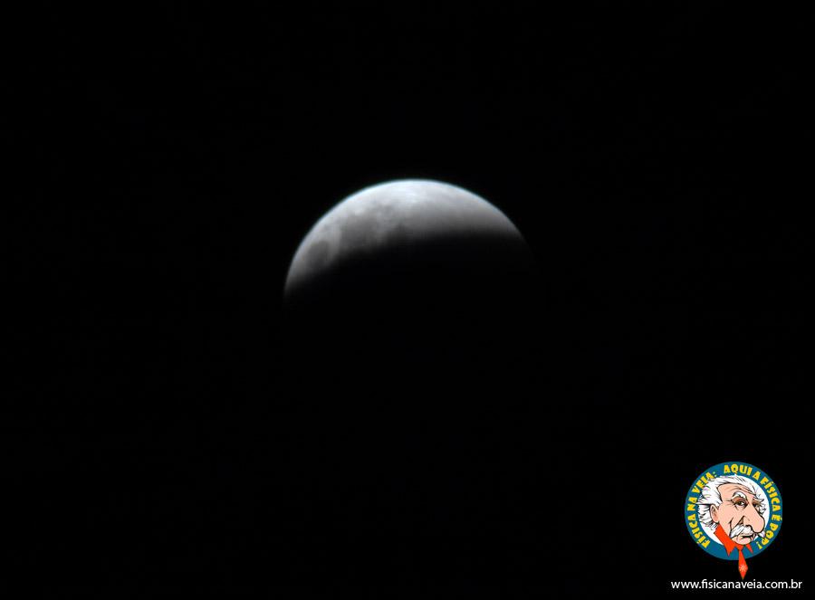 23h53min: A Super Lua se apagando...