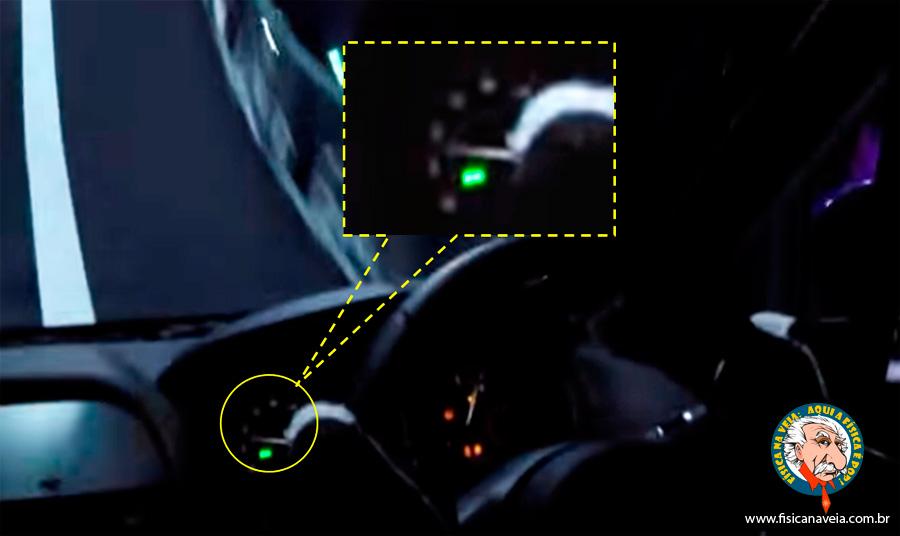 Captura do frame 0:51s do vídeo mostrando o velocímetro em destaque