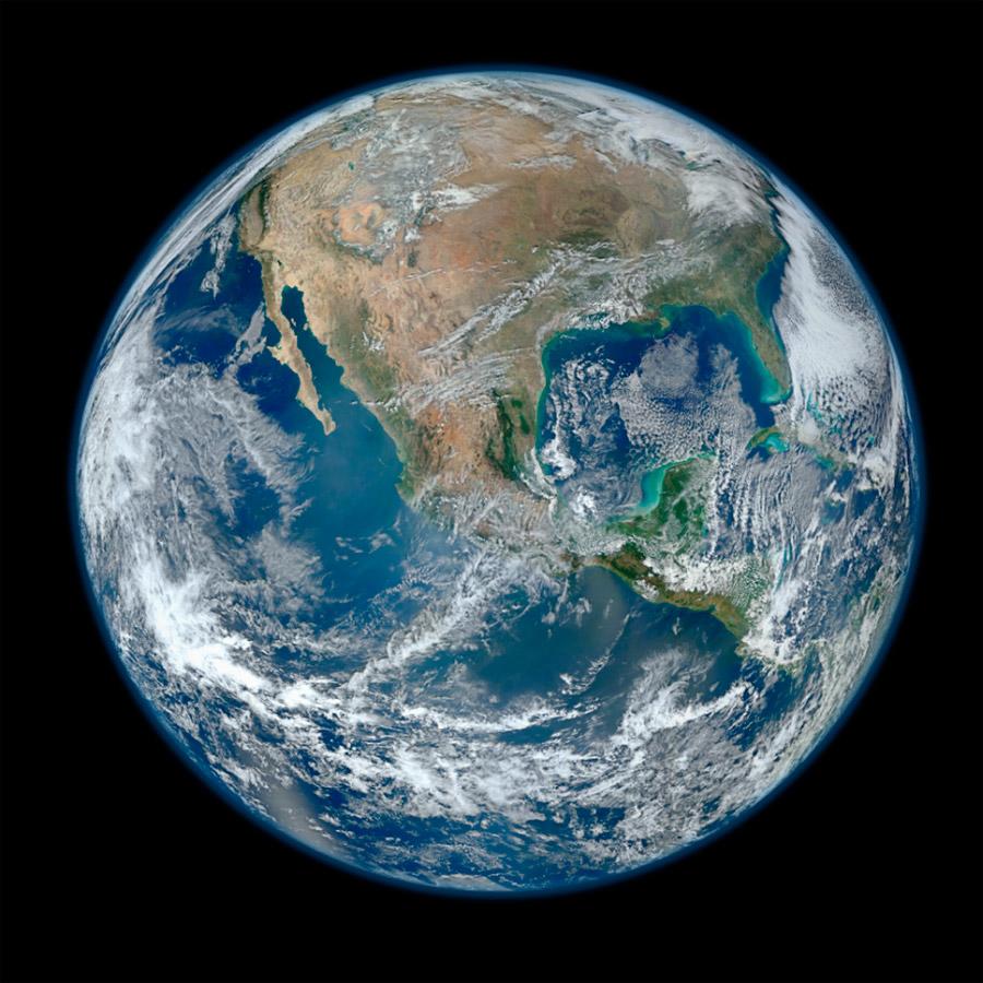 """A Terra vista do espaço (""""Blue Marble 2012"""")"""