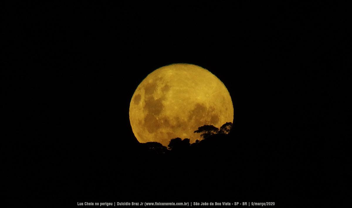 """- Superlua 9mar2020 01 - Imagens do nascer da """"Superlua"""" por trás da serra"""