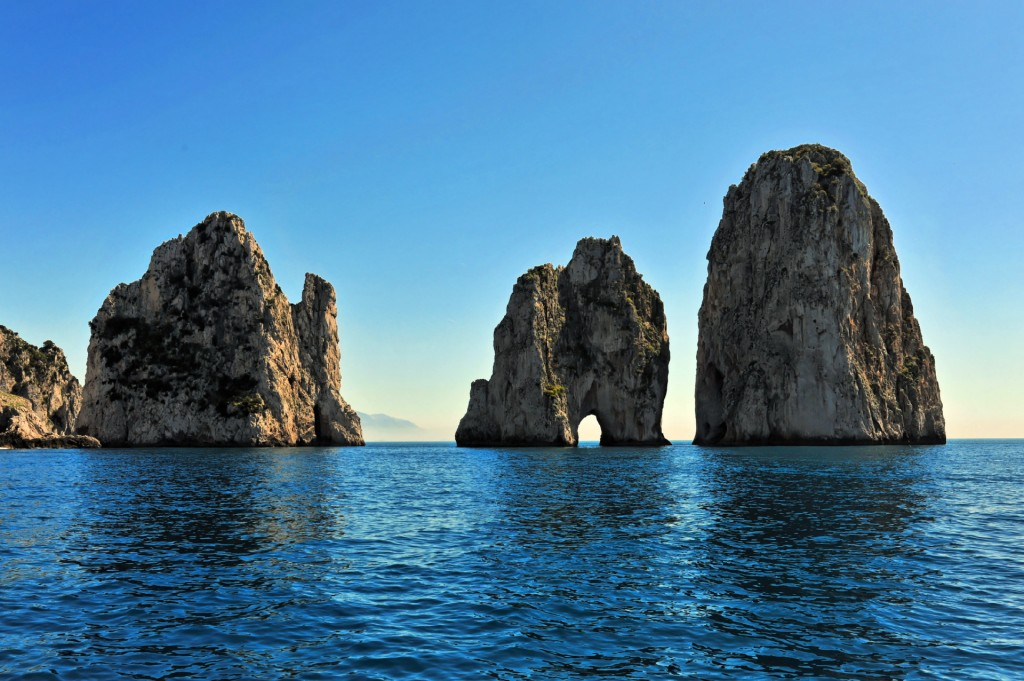 Os Faraglioni de Capri  Foto: capri.com