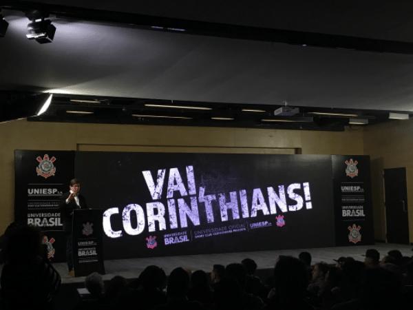 Professor e jornalista dá aula magna no Corinthians