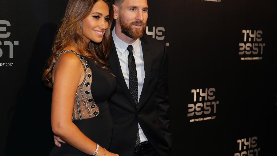 Antonella Roccuzzo ao lado de Messi antes de premiação da Fifa -