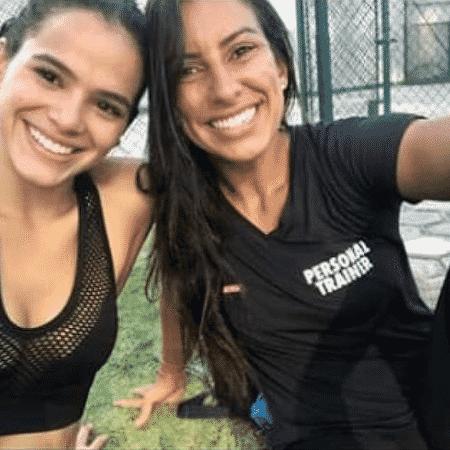 Nathalia, à direita, com a atriz Bruna Marquezine: força-tarefa para acalmar a filha de Queiroz -