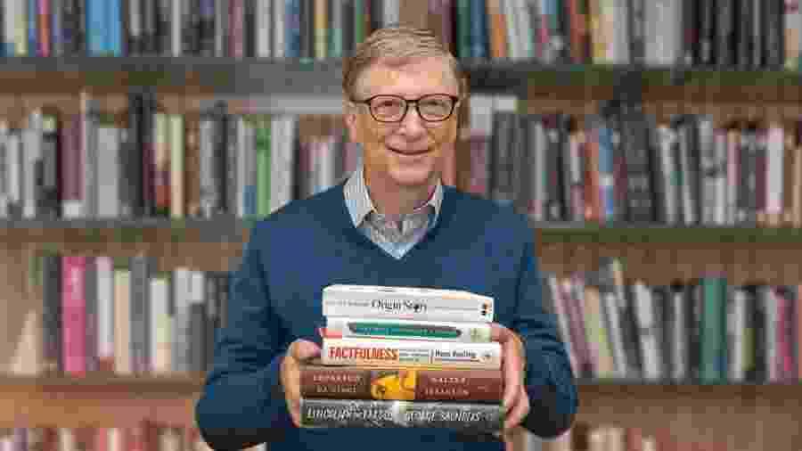 O pacote continha, entre outros presentes, dez livros, pacotes de biscoitos e doces, quebra-cabeças e conjuntos de Lego -