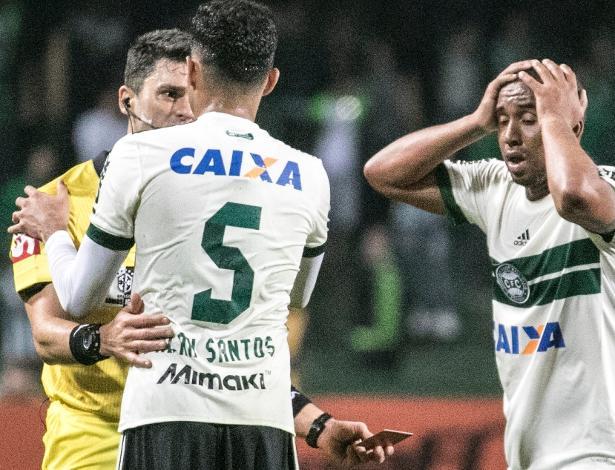 Anderson é expulso: Coxa é o recordista de vermelhos no Brasileirão