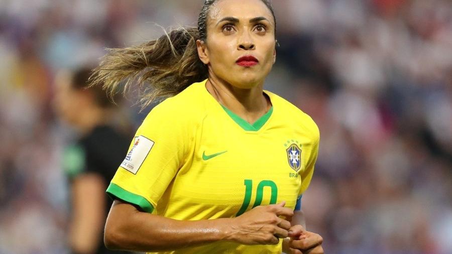 Marta é cortada da seleção brasileira após ser diagnosticada com covid-19 -