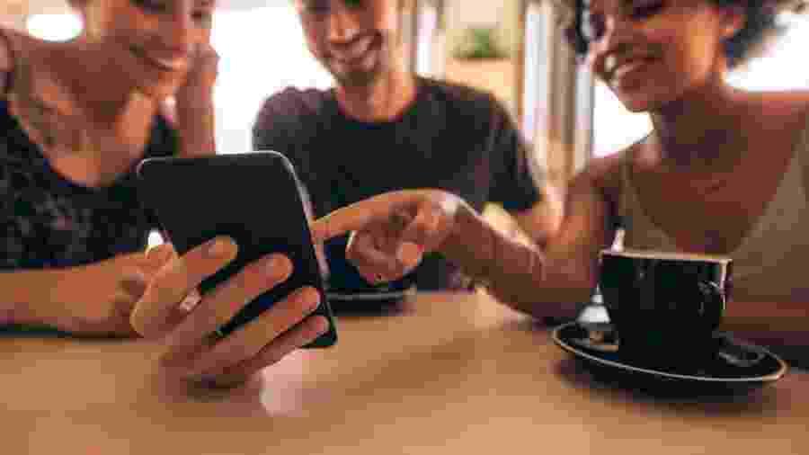 Alguns apps fazem entregas de comidas e bebidas; outros ajudam na hora de dividir as contas - iStock