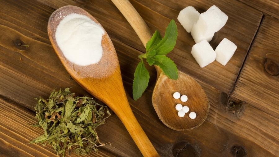 Vale a pena substituir o açúcar por adoçantes naturais? Conheça os tipos - false