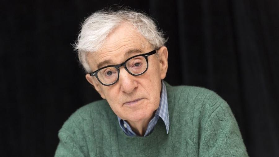 Woody Allen é acusado de abusar sexualmente de sua filha, Dylan Farrow, quando ela tinha sete anos -