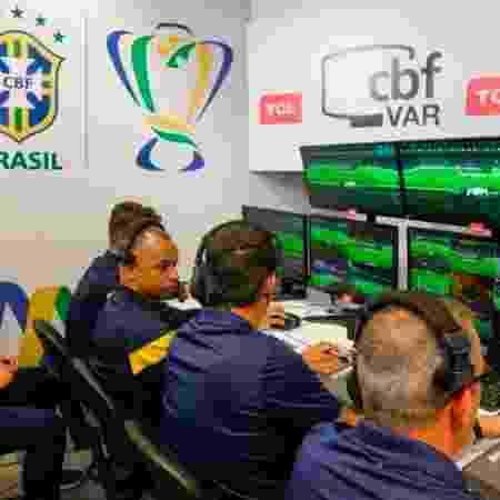Sala do VAR, chamada de VOR, usada nas competições da CBF - Divulgação