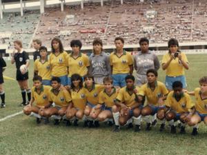 4490a20091 1ª seleção feminina teve uniforme herdado dos homens e superação na Copa