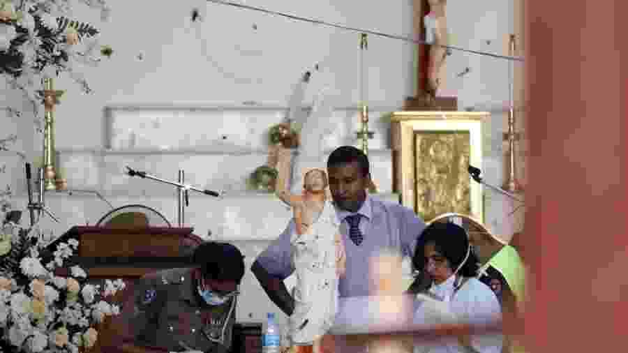21.abr.2019 - Igreja católica atingida em ataques no domingo de Páscoa -