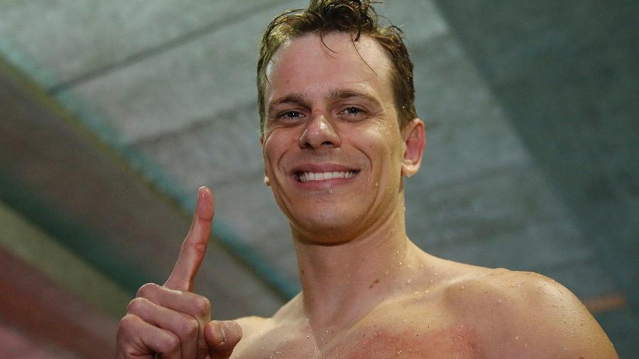 César Cielo brinca com manutenção de recorde mundial nos 50m livre -