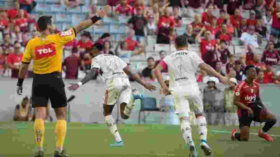 Flamengo ficou insatisfeito com atuação do árbitro na Arena da Baixada - Divulgação