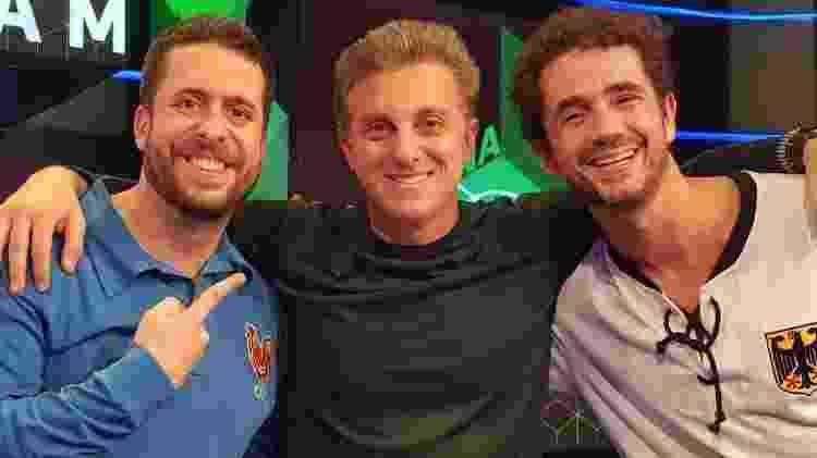 mauricio-meirelles-luciano-huck-e-felipe-andreoli-no-programa-zona-mista-do-sportv-1529806070358_v2_956x500 - Divulgação/SportTV - Divulgação/SportTV