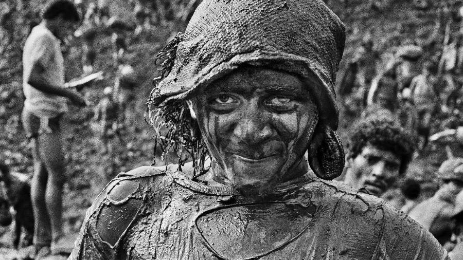 Garimpeiro de Serra Pelada, no sul do Pará, retratado por Sebastião Salgado no começo dos anos 1980 -