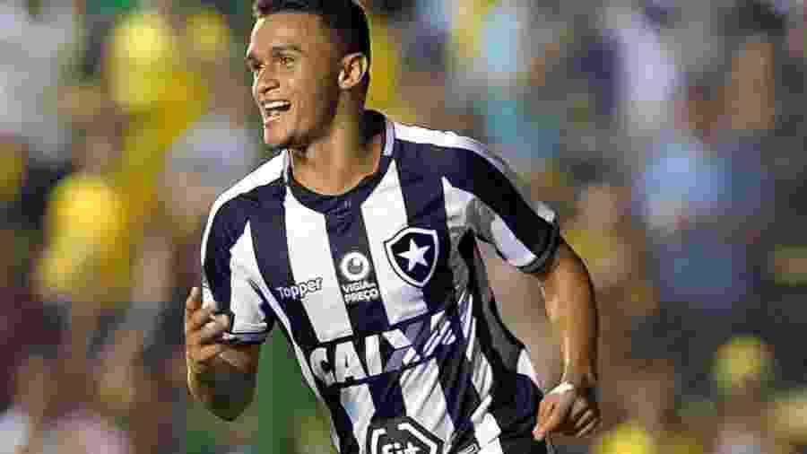 Erik vive grande fase e ajudou Botafogo a alcançar marca de seis jogos sem perder -