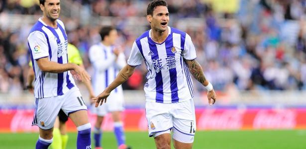Willian José comemora gol marcado pela Real Sociedad sobre o Valencia
