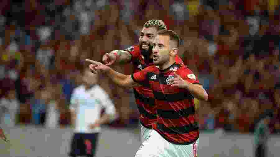 everton-ribeiro-comemora-gol-do-flamengo-sobre-a-ldu-1552527896527_v2_1920x1278 - false
